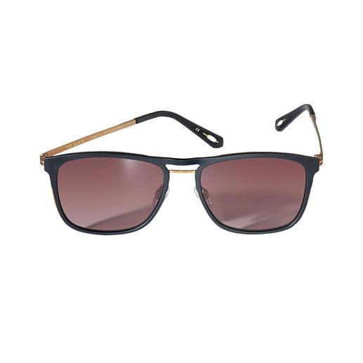 Typisch: der modisch-dezente Brit-Chic. Untypisch: der erfreulich günstige Preis. Die Sonnenbrille vom Londoner Trend-Label Ted Baker – hierzulande noch schwer zu finden.