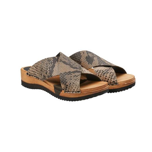 """""""Hygge"""" für Ihre Füße: modische Holz-Pantoletten mit komfortabler Flex-Sohle und weichen Cross-Bändern. """"Hygge"""" für Ihre Füße: modische Holz-Pantoletten mit komfortabler Flex-Sohle und weichen Cross-Bändern."""