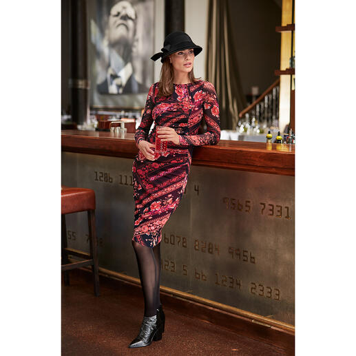 Das Designerkleid für die Handtasche. Und für fast jeden Anlass. Aus hauchzartem Tüll-Jersey. Wiegt nur 176 Gramm. Von Fuzzi, Italien.