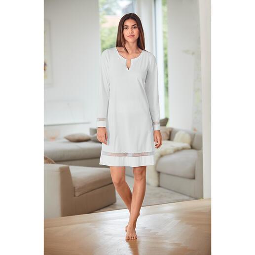 Das elegante Nachthemd im femininen Clean-Chic. Vom belgischen Lingerie-Spezialisten Pluto.