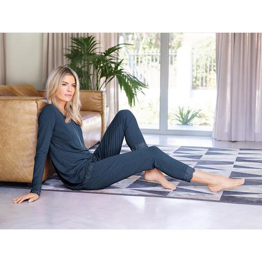Die Loungewear aus weich fließender Bambus-Viskose. Femininer Homewear-Zweiteiler und gemütlicher Pyjama in einem.
