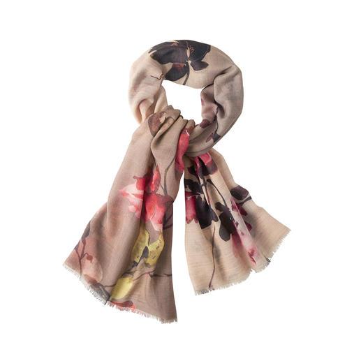 Der leichte, sanft wärmende Schurwoll-Schal mit kunstvollem Farbverlauf. Trendiger Blüten-Print. Stilvoller Glitzer-Effekt. Aber kein unangenehmes Kratzen.