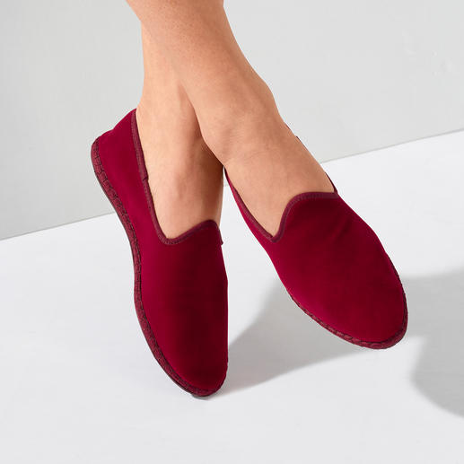 Damen-Samt-Slipper Der handgenähte Samt-Slipper made in Italy: Elegant. Bequem. Und doch so schwer zu finden.