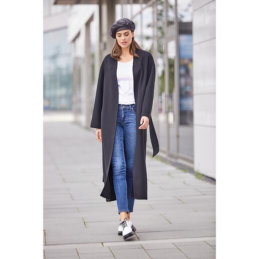 Betta Corradi Belted Coat Der Fashion-Klassiker Belted Coat feiert ein modisches Comeback. Unser Geheimtipp: der vom italienischen Mantelspezialisten Betta Corradi.