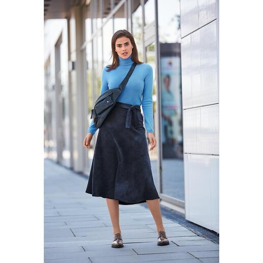 Der feminine, leichte und geschmeidig weiche unter den modischen Cord-Röcken. Vom französischen Kleiderspezialisten La Fée Maraboutée.