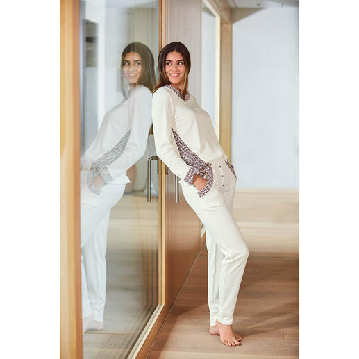 HFor Sweatshirt oder -Hose, Ivory/Rosé Herrlich bequem. Trendgerecht straßentauglich. Und erfreulich erschwinglich.
