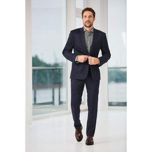 Der feine und stilvolle unter den bequemen Jersey-Anzügen. Aus italienischem Schurwoll-Stoff in Super-120-Qualität.