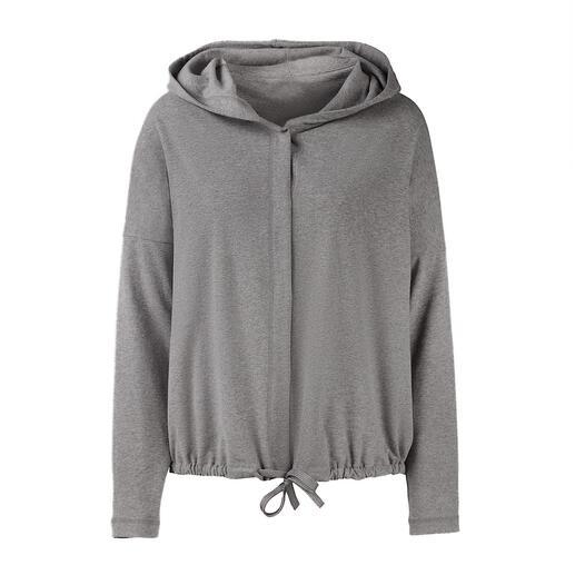 Homewear oder Streetwear? Beides! Kapuzenjacke, 3/4-Arm-Shirt und Sweatpants im Casual Clean-Chic. Von Cornelie Weiss, Düsseldorf.