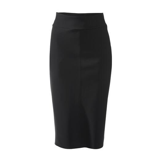 Der unkomplizierte, elegante Slip-Skirt. Fashion-Favourite der Superstars. Fair und nachhaltig in Deutschland gefertigt. Von Sassenbach.