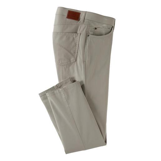Das Tragegefühl von Baumwolle. Der Klima-Komfort von Coolmax®. Die Five-Pocket für den Sommer: das Tragegefühl von Baumwolle. Der Klima-Komfort von Coolmax®.