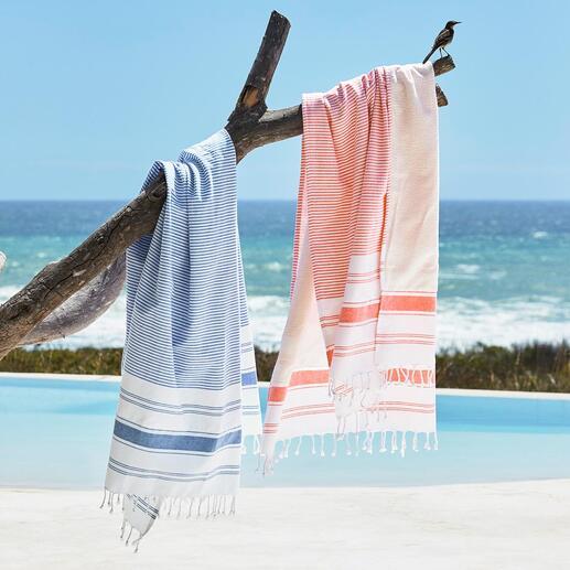 Das Tuch der unbegrenzten Möglichkeiten. Außenseite: ein schickes Hamam-Tuch. Innenseite: ein weiches Frottier-Tuch. Ausgebreitet ein großes Badetuch.