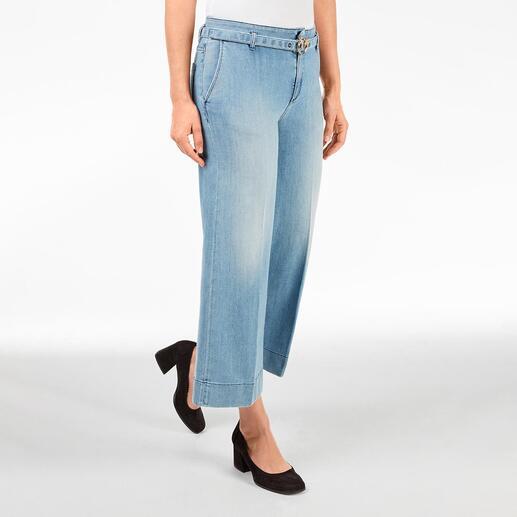 Die modische Culotte-Jeans in eleganter Erwachsenen-Version. Von Pinko, Italy. Klassische Leibhöhe. Dezente, helle Waschung. Schmückender Gürtel mit unverkennbarer Label-Schließe.