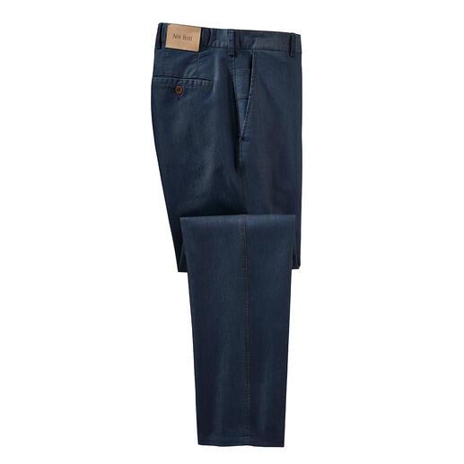 Die sommerliche, mit Seide veredelte Luxus-Jeans. Glatter. Weicher. Luftiger. Salonfähiger.