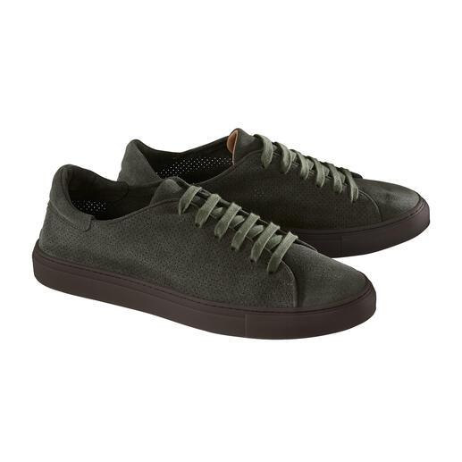 Der Sommer-Sneaker aus perforiertem Kalbvelours: so leicht und luftig wie eine Sandale. Mit haltbar durchgenähter Laufsohle. Made in Italy von Casanova, feinste Schuhe seit 1949.