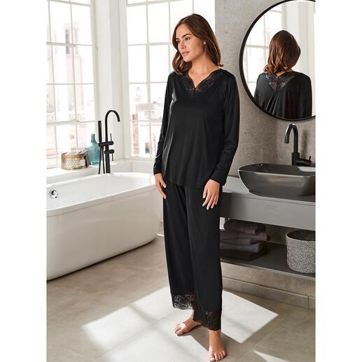 das elegante Couture-Piece unter Ihren Pyjamas - mit femininen Spitzeneinsätzen. Nur zum Schlafen viel zu schade. Von Hanro of Switzerland, Homewear-Spezialist seit 1884.