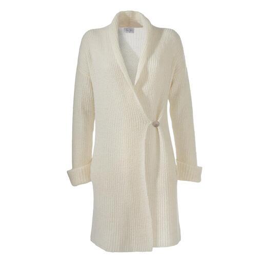 Der vielseitige Long-Cardigan: zeitgemäßer und viel femininer als übliche. Tiefe Taschen, Schalkragen, umgeschlagene Ärmelbündchen, Knopfverschluss. Made in Italy.