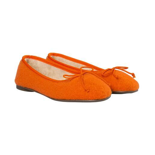 Die soften, mollig warme Home-Ballerinas aus edlem Schurwoll-Walk. So stilvoll und feminin können komfortable Damen-Hausschuhe sein.
