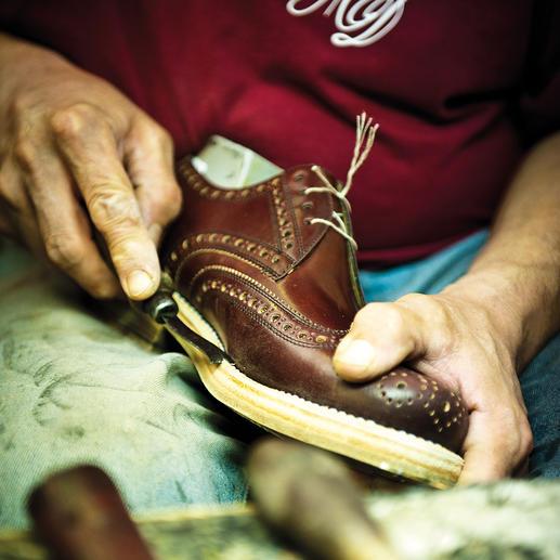 Ein Dinkelacker-Schuh durchläuft bis zu seiner Auslieferung rund 300 Arbeitsschritte.