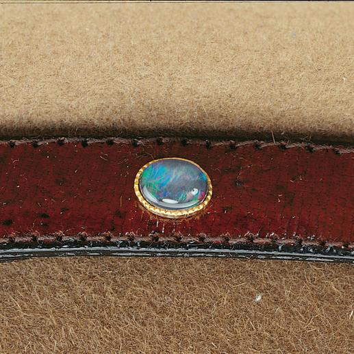 Der Edelstein Australiens: Eine Opal-Triplette ziert das Lederband Ihres Akubras.