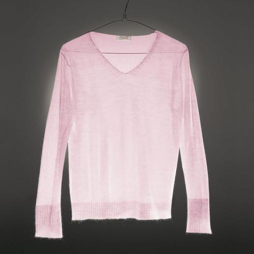 Seltener Cobweb-Strick-Pullover. Luftig leicht und dennoch fully-fashioned gestrickt. Er wiegt nur 50 Gramm und ist perfekt über Bluse, Shirt oder Top. Aus luxuriösem Material mit 65 % Mohair.