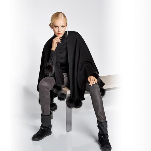 Operncape Jimmy Hourihan Elegant verbrämt. Perfekt zur Gala-Garderobe – topmodisch zu lässigen Jeans.
