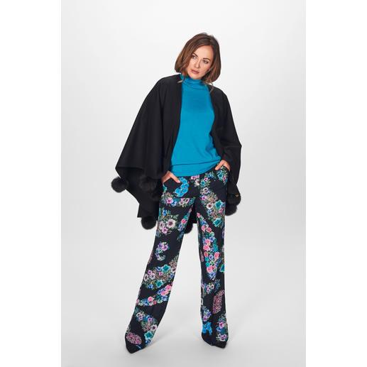 Blugirl Blütenhose oder Turtleneck-Pullover Blugirls weite Blütenhose + Statement-Sleeve-Pullover =  Trend-Look der Saison.