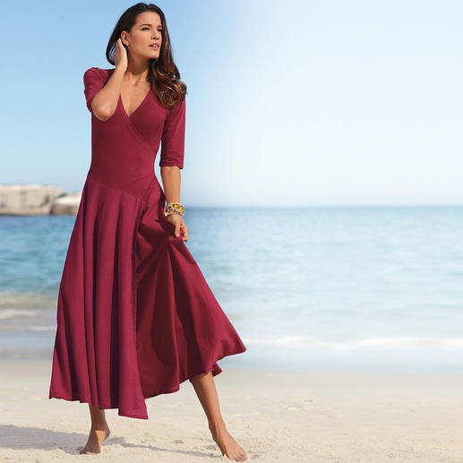Das echte Ibiza-Kleid. Bequem und feminin, dazu romantisch und sexy. Das perfekte Kleid für Reisen - immer überall modisch gekleidet.