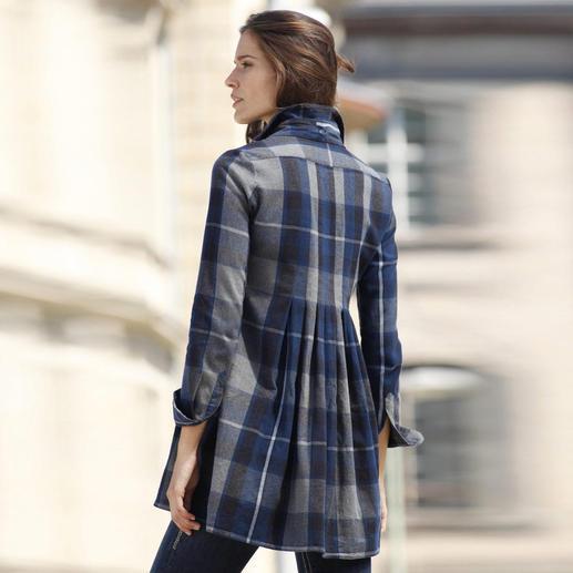 Hüftbedeckende Länge, ausgestellte Form und feminine Rückenfalten machen Ihre Tunika ausgesprochen figurgünstig.