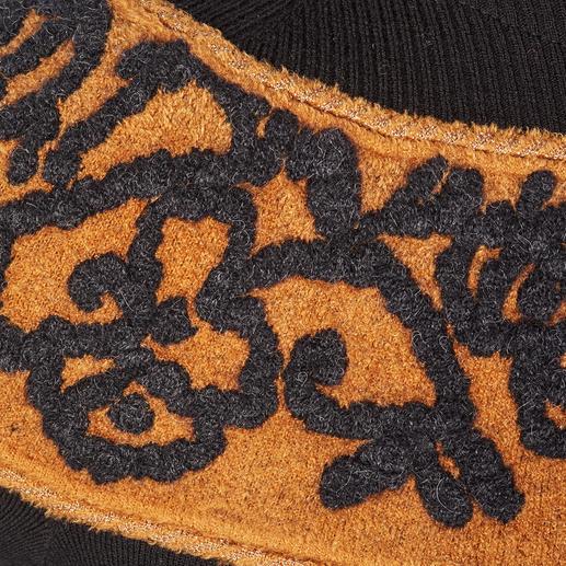 D`Exterior Stickerei-Pullover Spektakuläres Einzelstück in Trendfarben: der D`Exterior Pullover mit schmückender Stickerei-Passe.