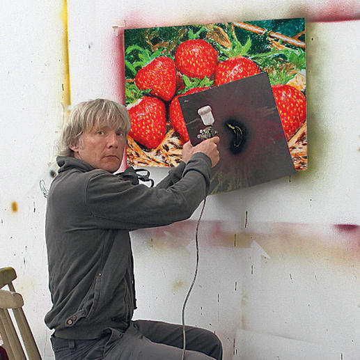 Thomas Baumgärtel übersprüht bei jedem der 20 Exemplare einen Teil von Hand.