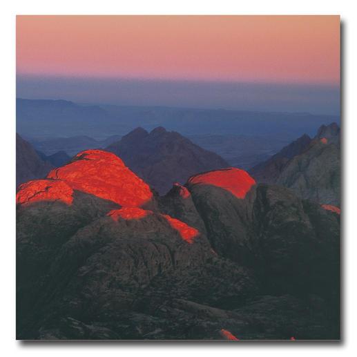 Barbara & Michael Leisgen – art is not nature Barbara & Michael Leisgens berühmte Lichtkunst – erstmals als Fotoedition. Eine einzigartige Momentaufnahme der ersten Sonnenstrahlen des Milleniums. 20 Exemplare. Maße: 75 x 75 cm