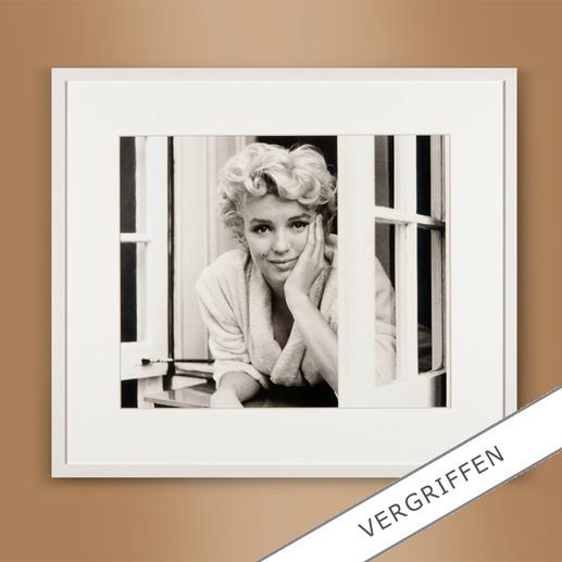 "Sam Shaw – Marilyn im Fenster I 2012 - Das Lieblingsfoto des berühmten Fotografen Sam Shaw. ""Marilyn im Fenster I"" 2012: Erstmalig als Edition auf hochwertigem Baryt. 40 Exemplare."