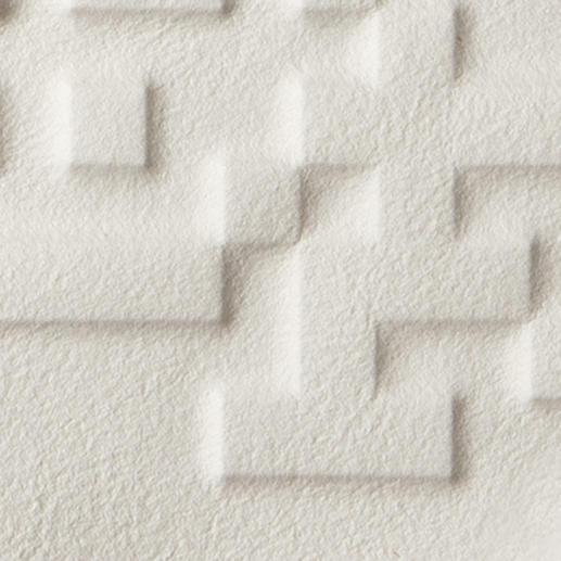 Das 300 g schwere Büttenpapier wird durch eine Druckplatte aus Legosteinen geprägt.