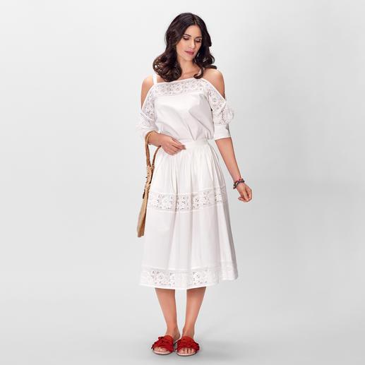 Blugirl weiße Spitzenbluse oder -Rock En Vogue: Weiß. Floral-Dessins. Leichte Stoffe. Bluse/Rock-Kombi… Hier perfekt kombiniert und mit der typischen Handschrift von Blugirl.