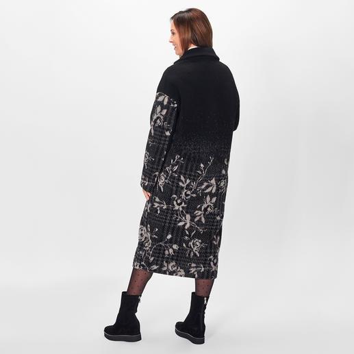 Blugirl Karo-Blüten-Mantel 4 Top-Trends – 1 Mantel: lange Oversize-Form, Flausch-Stoff, klassischens Muster und die Blugirl-Spezialität Blüten.