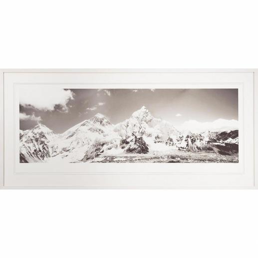 Koshi Takagi – Himalaya - Fotorealistische Bleistiftzeichnung mit über 1 Million handgemalten Strichen. Erste Edition des mehrfach ausgezeichneten jap. Künstlers Koshi Takagi. 30 Exemplare. Maße: gerahmt 140,5 x 65 cm