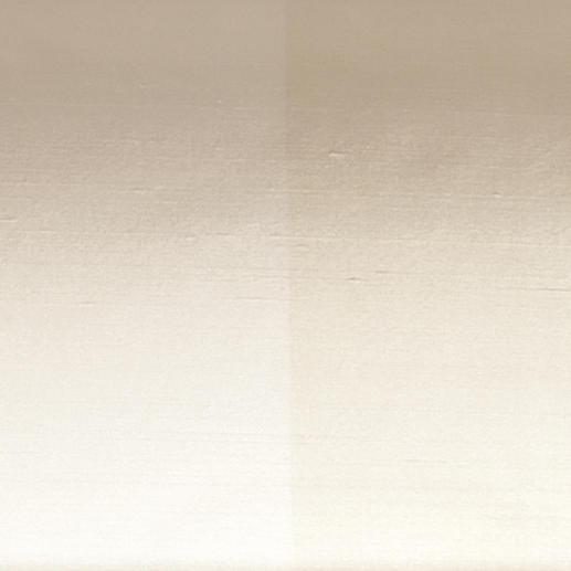 Das breite Ton-in-Ton-Streifendessin sorgt für ein schönes Licht- und Schattenspiel.