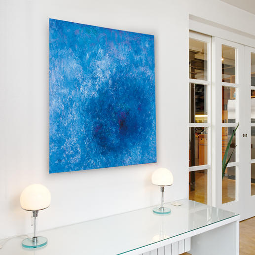 Aufgrund seiner farbigen Vielschichtigkeit entwickelt das Werk eine Eigendynamik, die jeden Raum bereichert.