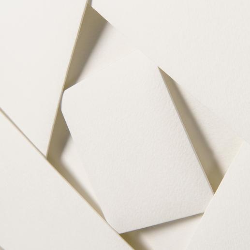 Aus einem 80 x 80 cm großen Papierstück von Hand gefertigt.