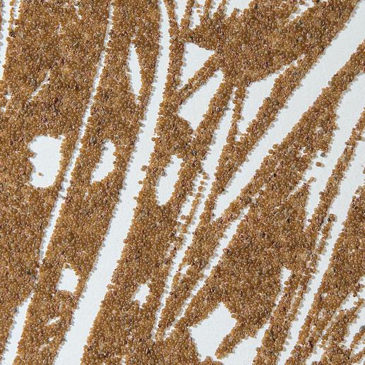 Der Künstler verwendet echten Wüstensand für seine Terragrafien. Es lässt sich nicht vermeiden und ist vom Künstler angedacht, dass sich Sandkörner lösen können und am Boden des Rahmens ablagern.