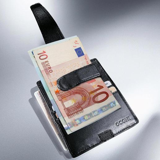Fächer für Kreditkarten und Führerschein.