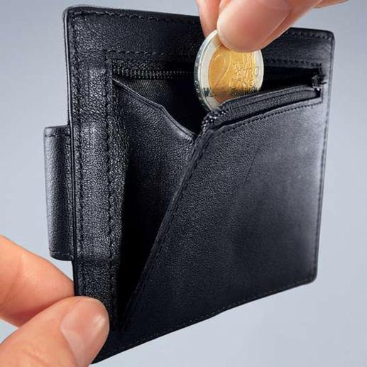 Mit Reißverschlussfach für Münzgeld oder Schlüssel.