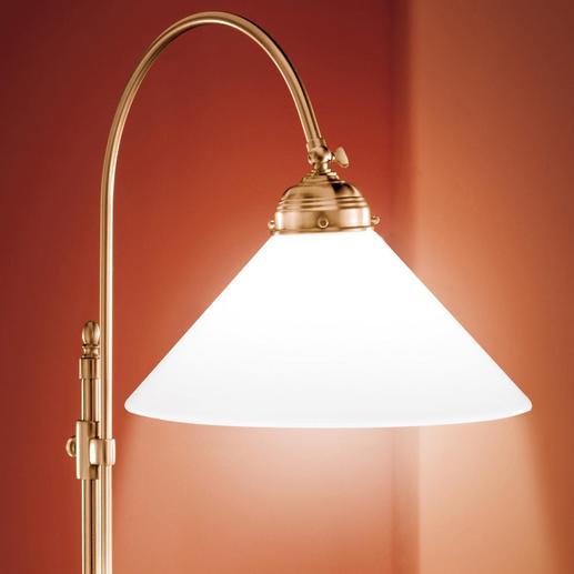 Das warm schimmernde Antik-Finish passt sich ideal in jedes klassische Ambiente ein.