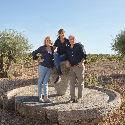 Das Weinmachertrio Alexandra Schmedes, Margarita Madrigal und Gonzalo Rodriguez.