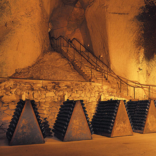 Rosé-Champagne Ruinart Brut, Reims, Champagne, Frankreich Rosé Brut – eine Spezialität des ältesten Champagnerhauses.